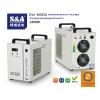 Лазерная машина резки и гравировки охлаждается промышленным чиллером CW-5200.